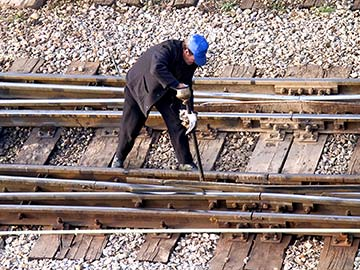Louisiana railroad workers face dangerous conditions on a daily basis. When they are injured, a federal statute called FELA is there to provide compensation. Metairie FELA attorneys are experienced in handling railroad injury claims and can expertly guide you through the process to get you the money you deserve.